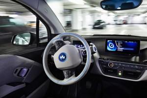 Önvezető BMW-k lepik el München belvárosát