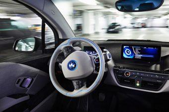 A BMW-vel fejleszt önvezető autót a Fiat
