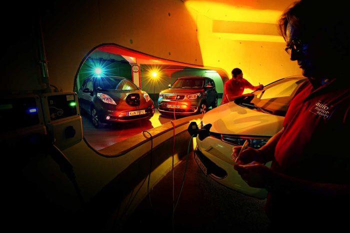 A Renault Zoe fogyasztja a legkevesebb energiát, a villanyautókra szabott takarékossági normakörön 17,5 kWh fogyasztást mértünk 100 kilométerenként. Ez jelenlegi árakon számítva 658 forintba kerül