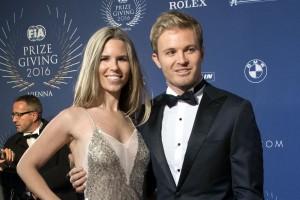 F1: Rosberg átvette a bajnoki kupát – videó