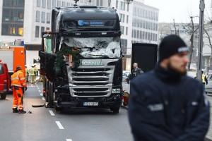 A balesetmegelőző fékezte le a berlini kamiont