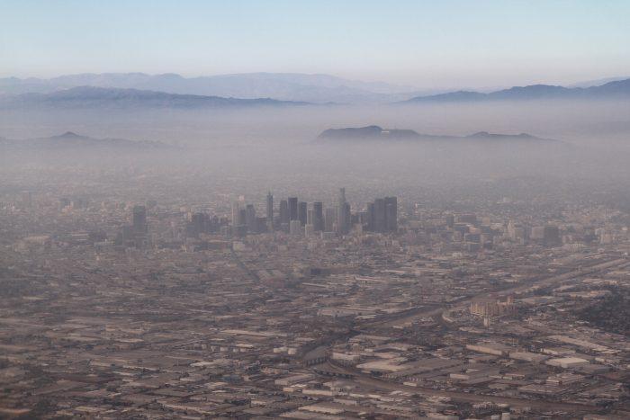 Los Angeles fentről nem annyira izgalmas hely. Akinek jó a szeme, a Hollywood feliratot is kiszúrhatja