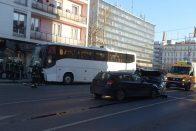 Turistabusz tarolt Győrben – képek
