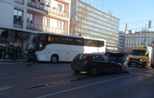 Turistabusz tarolt Győrben - képek