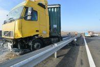 Kamionos baleset után újra járható az M5-ös