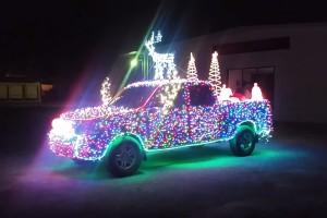 Nem elég boldog a karácsony, amíg nem láttad a 14 000 LED-es Toyotát