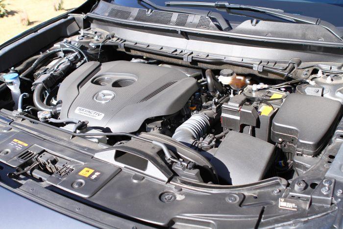 2,5 literes, turbós négyhengeres motor