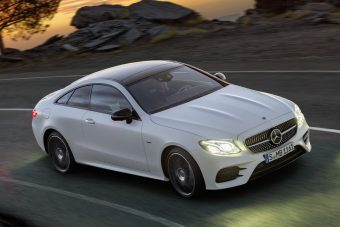 Videón a Mercedes vadonatúj kupéja