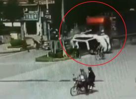 Filmbe illő balesetet okozott a féktelen kamion