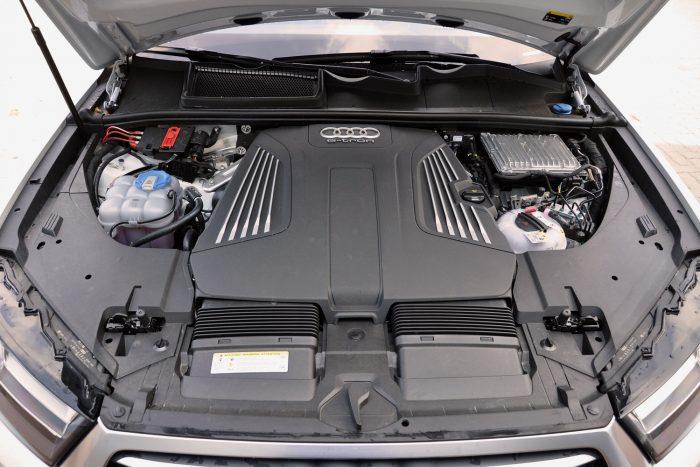 Dízelmotort választott az Audi a hibrid Q7-hez. A 272 lóerős V6-os csendes és 600 Nm-rel nagyon erős, a teljes hajtásrendszer nyomatéka 700 Nm