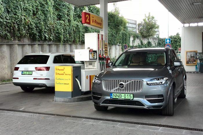 Jóval kedvezőbb a dízel Audi fogyasztása, takarékos üzemben 7 litert kér 100-on, a Volvo benzinese erős nyolcat