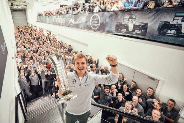 F1: Rosberg kamu kupát kapott – videó