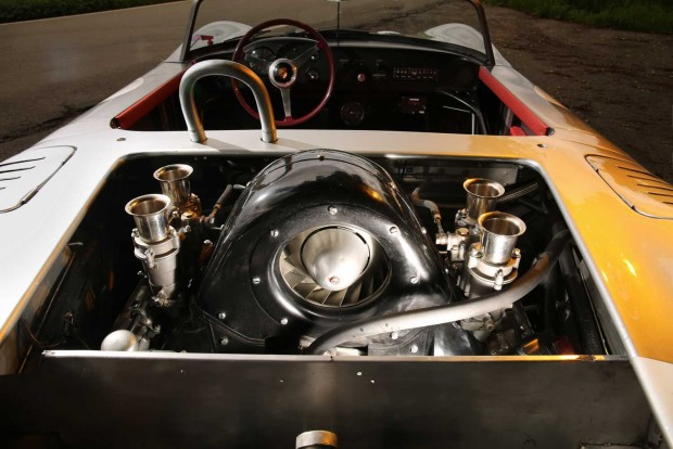Két 46-os Weber dupla karburátor táplálja az 1,6 literes Fuhrmann-féle bokszert