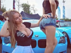Sportkocsik és bájos szőke hölgyek enyhítik a fogat vacogtató fagyot
