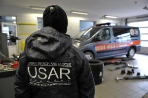 Lánctalpas járművet kaptak a speciális mentők