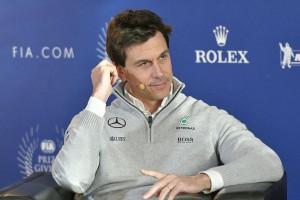 F1: A Mercedes-főnök nem hajt Alonsóra, Vettelre