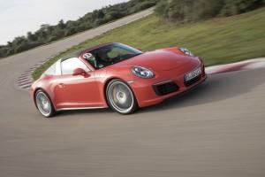 A világ legkirályabb kanyarjaira eresztett rá a Porsche