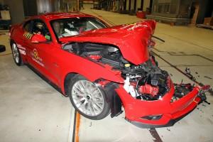 Balesetben életveszélyes a Ford Mustang