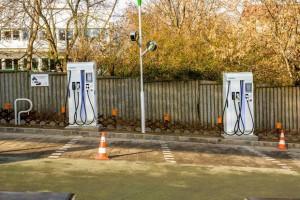 Új villanyautó-gyorstöltők Budapesten