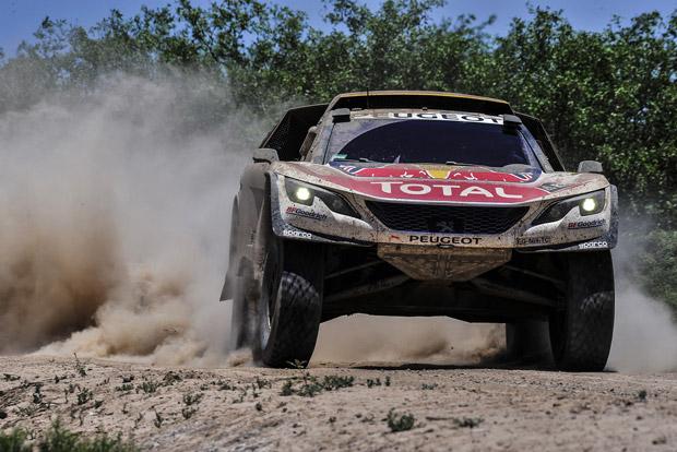 Loeb szakaszt nyert a Dakaron, összetettben is vezet