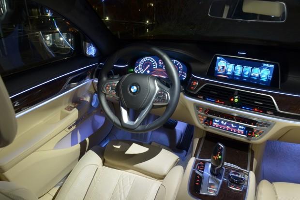 A BMW-ktől megszokott elrendezést követi frissebb formátumba csomagolva
