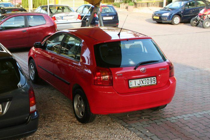 Hamar vevőre találnak az E12-es Toyota Corollák