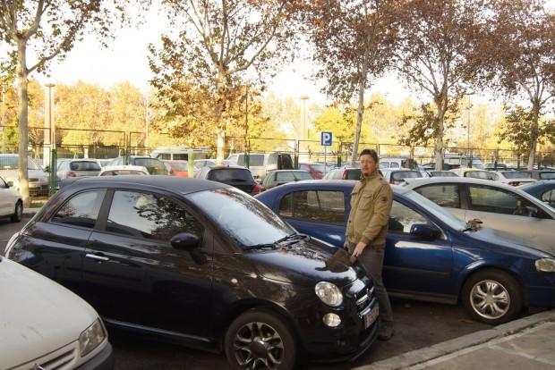 Boldogan állok egy parkolóhely mellett: Sevilla belvárosában nagy kincs az ilyesmi!