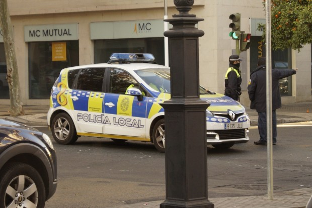 Érdekes választás: Sevillában Renault Scénic a rendőrautó