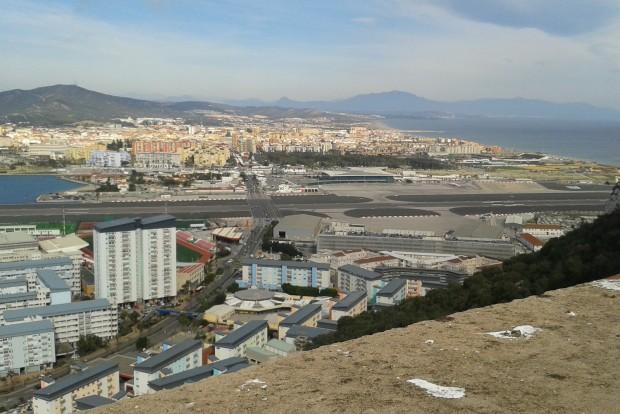 A gibraltári reptér kifutópályája a Szikláról