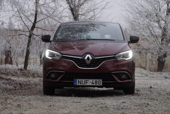 A Renault új egyen-frontja a Scénicnek is jól áll