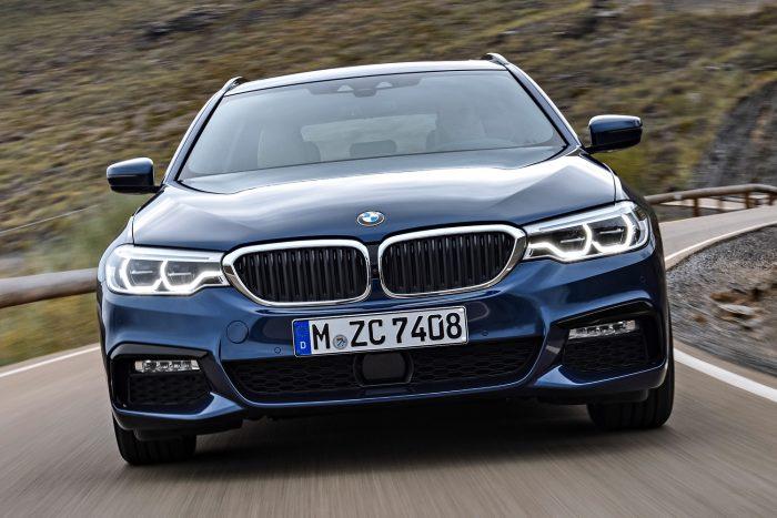 BMW 530d Touring (265 LE, 620 Nm) - nyolcfokozatú automata váltó, hátsó- vagy összkerékhajtás, 5,8 (5,6) mp 100 km/órára, 250 km/óra végsebesség. Az átlagfogyasztás hátsókerék-hajtással 4,7-5,1, xDrive kivitelben 5,3-5,7 l/100km.
