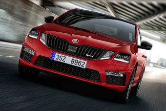 Még erősebb a Škoda sportszedánja (és -kombija)