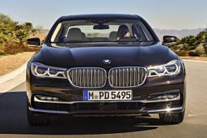 Fél tucat videón a BMW abszolút zászlóshajója