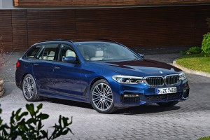 Megérkezett a BMW nagy kombija, az 5-ös Touring