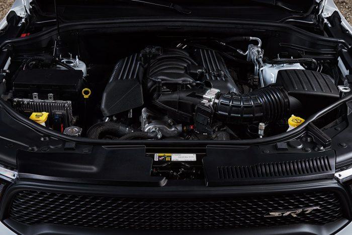 A 6,4 literes V8-as szívómotorhoz nyolcfokozatú automata váltó csatlakozik, elektronikus programválasztó karral, szekvenciális kapcsolhatósággal, akár 50 százalékkal fürgébben kapcsoló Sport üzemmóddal.