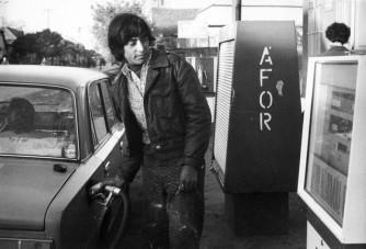 Csodás régi fotók: Manci néni és a benzinkút