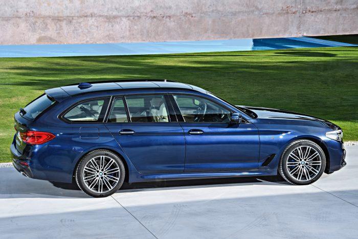 BMW 520d Touring (190 LE, 400 Nm) – hatfokozatú kézi vagy nyolcfokozatú automata váltó, hátsókerék-hajtás 8,0 (7,8) mp 100 km/órára, 230 (225) km/óra végsebesség. Az átlagfogyasztás manuális váltóval 4,5-4,9, automatával 4,3-4,7 l/100km.