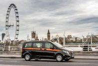 Felfrissítette a Mercedes a híres fekete taxiját