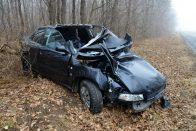 Fotókon a Kelédnél fának csapódott Audi