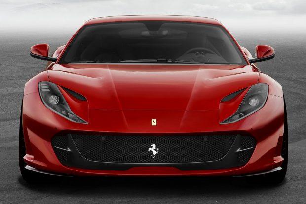 Ennek kulcsa a vadonatúj fejlesztésű, 6,5 literes, V12-es blokk, amely kerek 800 lóerőt (8500/percnél) és 718 Nm nyomatékot (7000/perc, de már 3500/perctől 570 Nm felett van a görbe) termel. Műszakilag 350 baros közvetlen befecskendezés és F1 ihletésű, változó szívórendszer segíti a motort, a duplakuplungos váltó az eddiginél is gyorsabban kapcsol.
