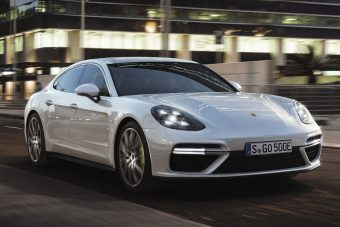 A legerősebb Porsche... egy hibrid szedán!