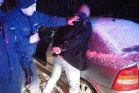 Késsel rabolt autót, pár perc alatt elfogták
