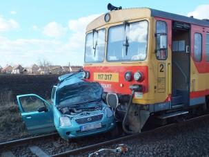 Vonattal ütközött a Suzuki, egy ember meghalt