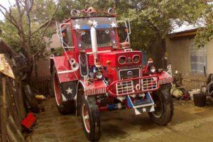 Csajozós traktor Romániából