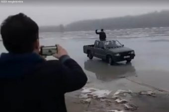 Áthajtott a Dunán egy vakmerő autós Bogyiszlónál