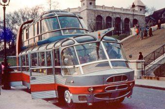 Elképesztő emeletes buszokkal nézhették meg Párizst a turisták