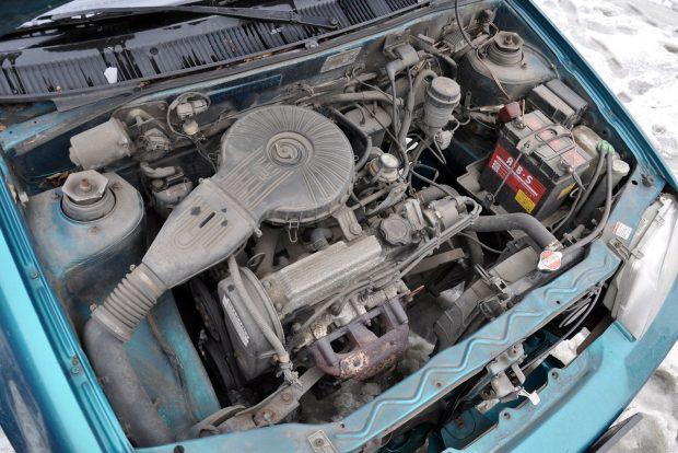 53 lóerős 5700-on, 76 Nm a nyomatéka már 3300-as fordulatszámon és csak 63 kilót nyom a Swift motorja