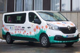 Autót és játékokat kaptak a gyerekek a Renault-tól