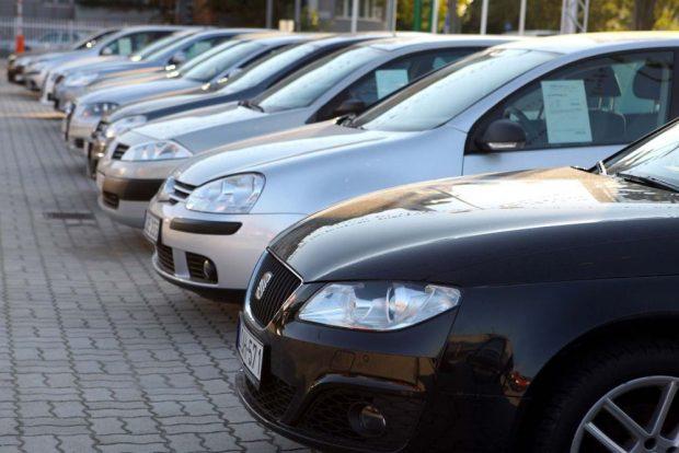 Egyre öregebb autókkal járunk mi magyarok