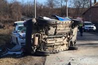 Képeken a Perbál és Tinnye között történt halálos baleset